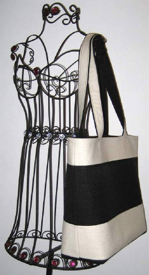 Classics/008Tote782hanging-sized.jpg