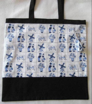 Global/044DelftTilesBlueTote.jpg